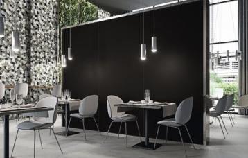 Monocolores Negro Natural 260x120 cm. Pavimento Dommel Grey 120x120 cm.
