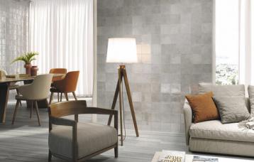 Gemstone Pyrite 15 x 15 cm. Pavimento Ducale Grey 20 x 120 cm.